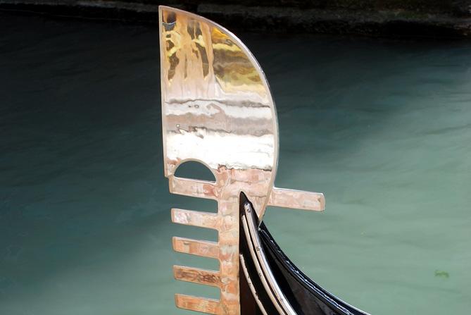 Abschied vom fero da prora der venezianischen Gondel?