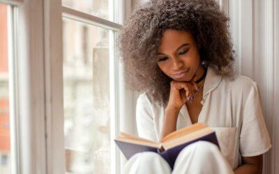 'Wir lesen, um zu wissen, dass wir nicht allein sind': Bücher als Trost in unserer Isolation